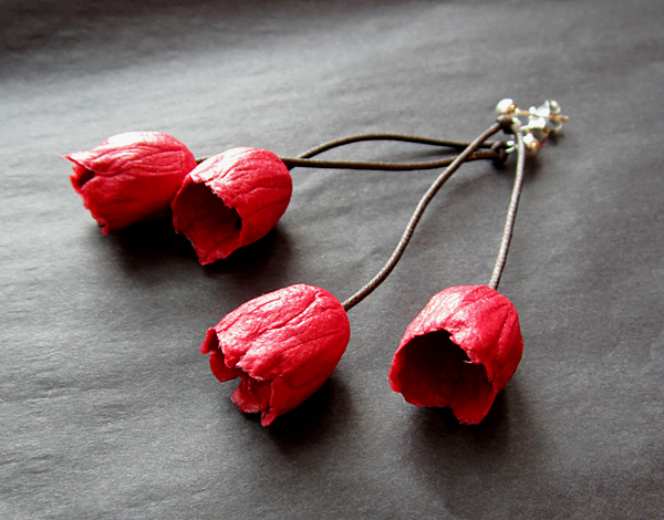 BEGONA RENTERO: Earrings Holanda, Chili Red